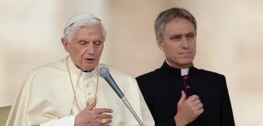 Papst Benedikt XVI. (l.), Gänswein: Zusammenarbeit seit 1996