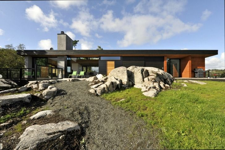 The elevated Trekronekabin sits elegantly within a remote area of Norway, located on a steep rock and designed by Tommie Wilhelmsen using locally sourced materials.