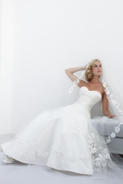 Igen Szalon Modeca wedding dress - M98065 #igenszalon #Modeca #weddingdress #bridalgown #eskuvoiruha #menyasszonyiruha #eskuvo #menyasszony #Budapest