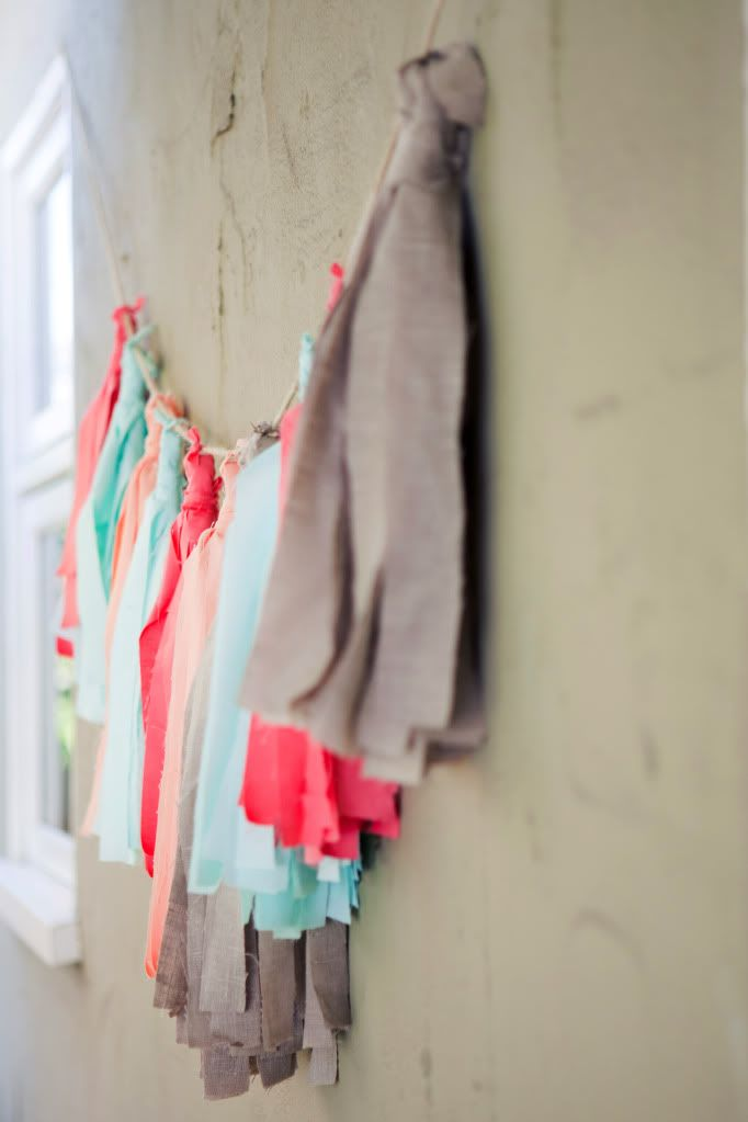 How to Make A Fabric Tassel Garland (No Sew!) | Prudent Baby. Such a cute idea for party decor or outdoor patio