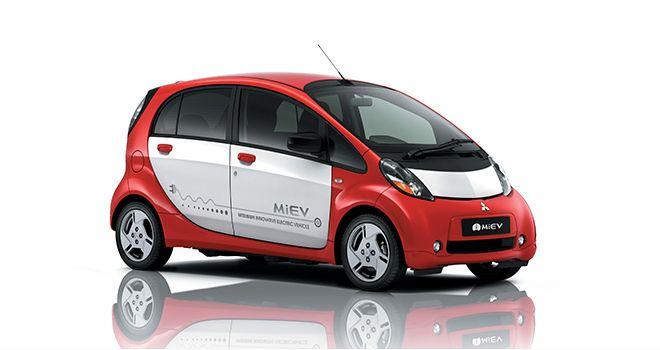 Élégante, robuste et pleine d'ardeur, la Lancer est également le précurseur d'une longue liste de modèles qui ajoutent à cette équation l'innovation signée Mitsubishi qui va de la première technologique mondiale « Silent Shaft » à l'actuelle i MiEV et au futur Outlander PHEV : une voitures électrique zéro émissions sur route pour l'une et le 1er 4x4 permanent hybride rechargeable au monde pouvant fonctionner en mode 100% électrique pour l'autre.