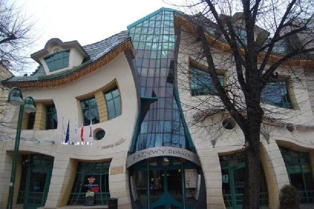 The Crooked House , Sopot, Poland: Unusual Building, House Architecture, Strange Places, Around The World, Crazy House, Crooks House, Children Book, Unusual House, Photos Challenges