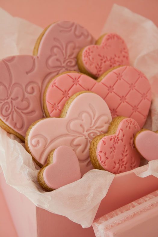 Beautiful embossed fondant on sugar cookies from the Cake Journal blog.