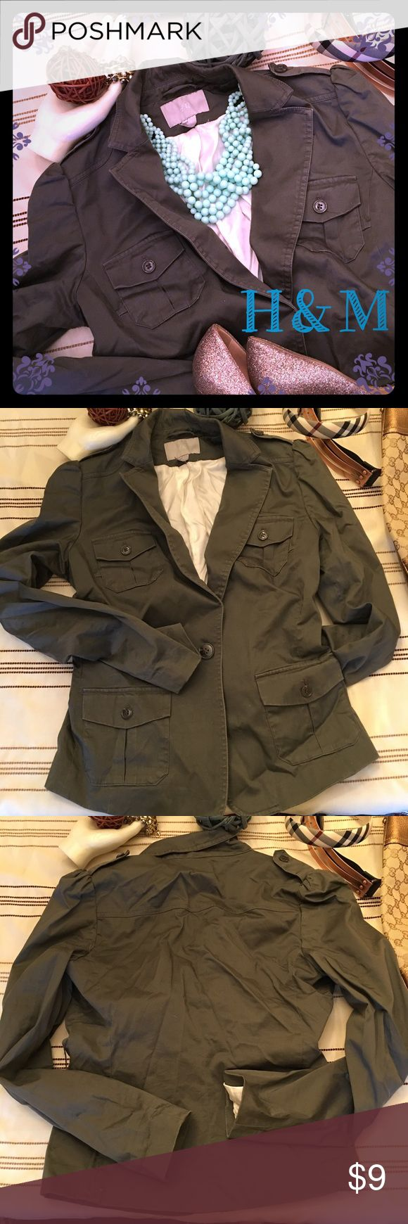 H&M olive green blazer jacket size US6 🌺 H&M olive green blazer jacket size US6 lined on the inside and all the buttons are still intact. Thanks for looking 🌺 H&M Jackets & Coats Blazers