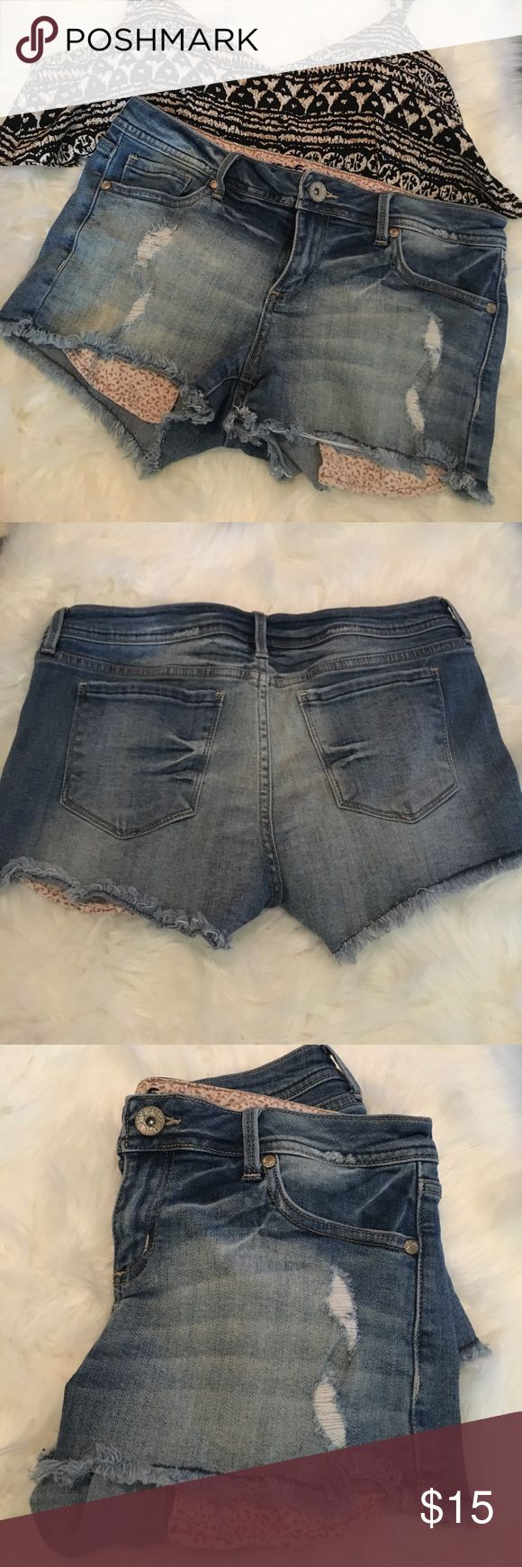 """Refuge jean shorts EUC size 6 (juniors) jean shorts. Fringe bottoms and cheetah print pockets that stick out. Measure approx. 8.5"""" in length. refuge Shorts Jean Shorts"""