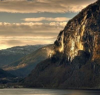 Twilight in the Norwegian mountains. More photos: Wirtualna Norwegia pl