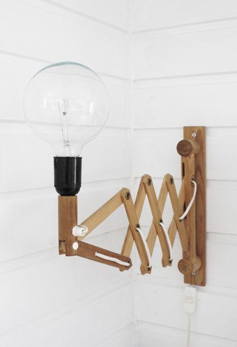 Varpunen - wooden accordion wall lamp
