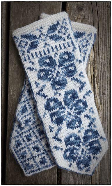 Ravelry: Stemorsblomst vott /Pansie mittens pattern by Jorunn Jakobsen Pedersen