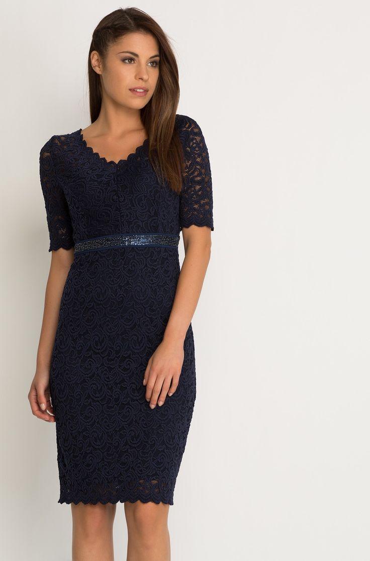 Krajkované šaty s korálky na pasu