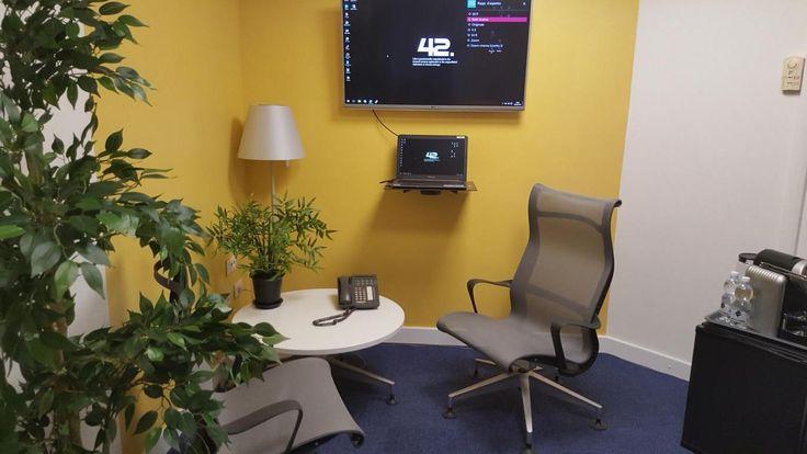 Pick Center ha ideato due nuovi spazi per i propri clienti che sempre più chiedevano degli ambienti innovativi: business corner e huddle room