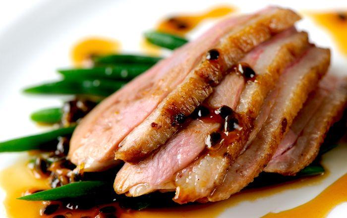Duck with apple sauce - Anatra alla salsa di mele - La ricetta di Buonissimo