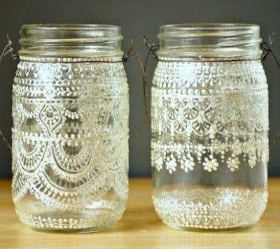 Una vez que se termina el contenido de los productos envasados en frascos de vidrio podemos reutilizarlo y hacer cosas lindísimas con ellos....