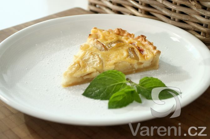 Jablečný koláč se smetanovým krémem -