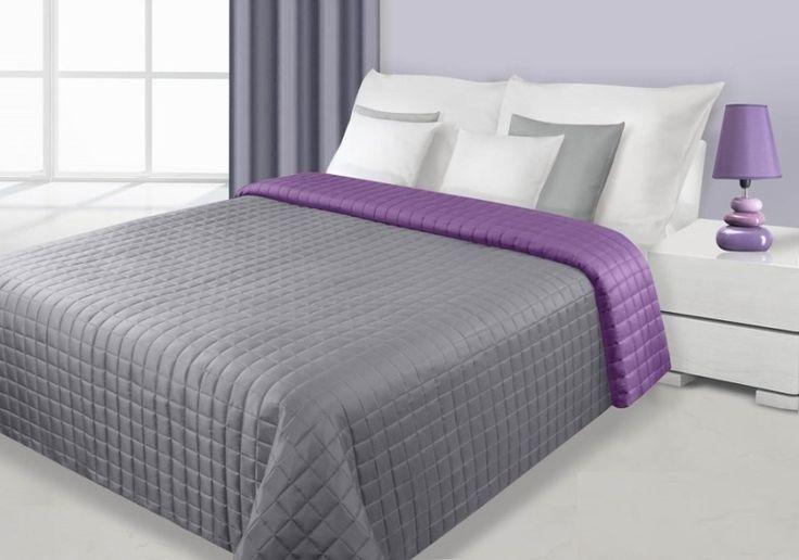 Modne narzuty dwustronne koloru srebno fioletowego na łóżka