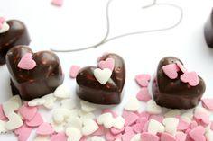 Schokoherzen Valentinstag, selbstgemachte Schokolade, mit Liebe gemacht http://lifestylemommy.de/diy-schokoherzen-zum-valentinstag/