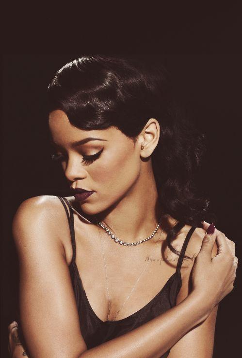 tumblr_mdi8v241AZ1rpy945o1_500.png (499×736) Rihanna lips makeup hairstyle