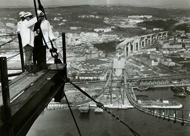 Construção da ponte sobre o Tejo