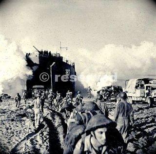 british-troops-coming-ashore-at-salerno_ww2-