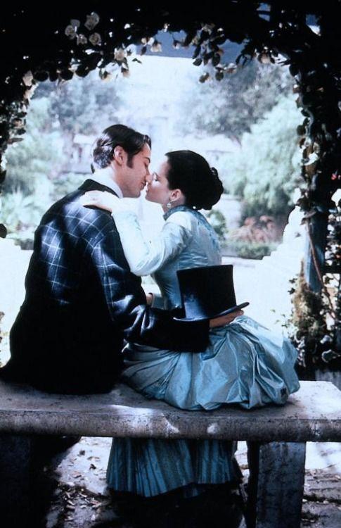 Keanu Reeves as Jonathan Harker and Winona Ryder as Mina Murray in Dracula (1992).