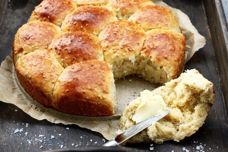 Alltså, nu är jag i någon slags brödfas. Jag älskar verkligen att baka, och när bröden blir riktigt bra är det ännu roligare :) Jag bakar gärna eget bröd då det ofta är barnens start...