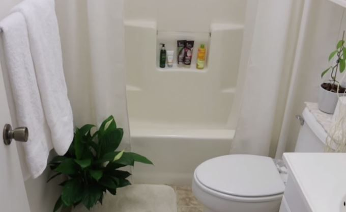 4 big remodelling ideas for your small bathroom http for Small bathroom designs bloggers