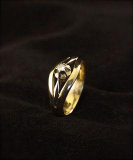 Wit-geel gouden damesring Diamant, vervaardigd van 2x trouwringen + verlovingsring. #goudsmidmetpassie #goudsmid #herdenkingssieraden #herdenking #rouwsieraden #herinnering  #herinneringssieraden