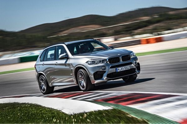 @QuikDMV - 2015 BMW X5 M. Based on the redesigned X5 that debuted for the 2014 model year, the latest X5 M features a revised version of the previous model's twin-turbocharged 4.4-liter V8 along with a new eight-speed transmission, updated styling and improved efficiency. #vehicleregistration #quickDMV #quikDMV.