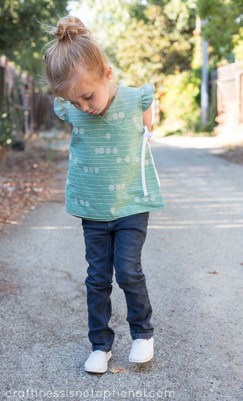 Reversible cross over top pattern and tute