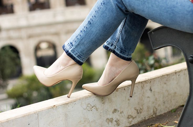 come indossare il jeans con l'orlo sfilacciato dressing&toppings cropped jeans  www.dressingandtoppings.com pump shoes