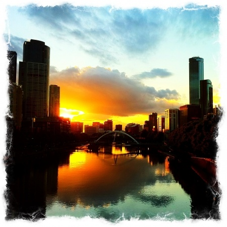Amazing sunset over teh Yarra & South bank 14/1/2011 (@robotmangreg on Daily Booth)  Melbourne