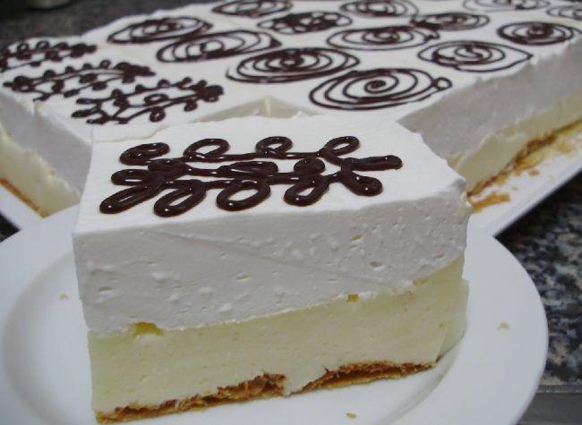 Prăjitura cremsnit, un desert delicios rapid si fără coacere cu friscă si cremă de vanilie