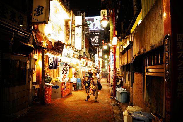 Street view of Golden Gai�s clutter   21 Cozy Photos From Tokyo's Hidden Bars