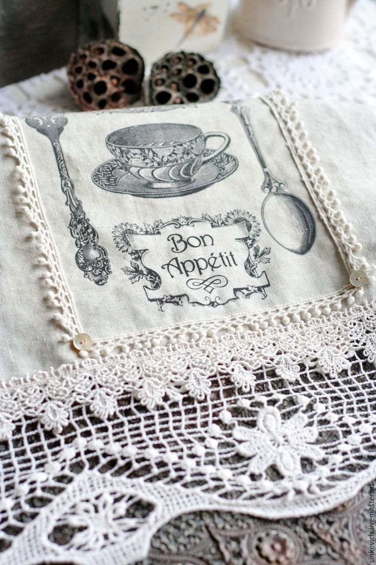 Купить или заказать Декоративные кухонные полотенца в интернет-магазине на Ярмарке Мастеров. Декоративные кухонные полотенца из льна. Отлично дополнят интерьер в стиле Прованс.В отделке полотенец - натуральное кружево. Рисунок - трансферная печать, поэтому рекомендована исключительно ручная стирка.…