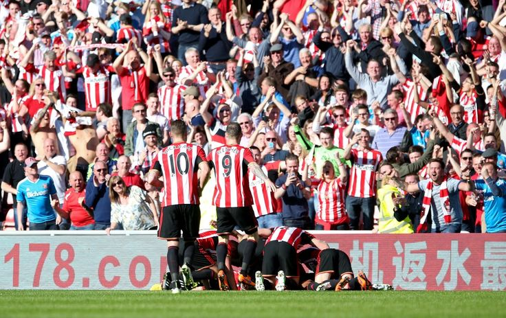 Wear Tyne Derby at the Stadium of Light, Sunderland.  Sunderland v Newcastle United.  Sunderland's Jermain Defoe and team mates celebrate his first half goal.  Picture: CHRIS BOOTH (22459945)