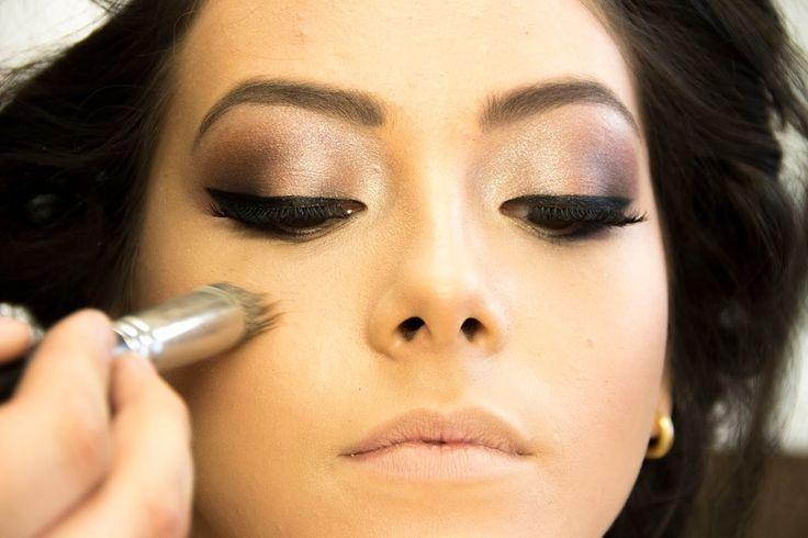 Maquiagem passo a passo: Veja sugestões de maquiagens para dia e noite, maquiagem esfumaçada para festas e maquiagem simples para todo dia. Veja as fotos!