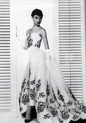Audrey con abito Givenchy History repeats itself