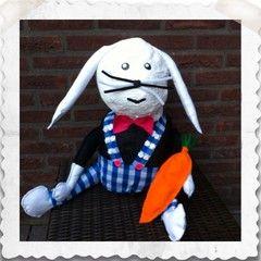 Paashaas van papier maché ~ www.knutselboom.nl