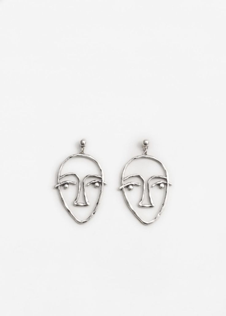 Face earrings | MANGO