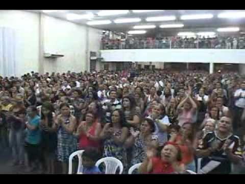 Louvores interpretados por Patricia Queiroz na Igreja Quadrangular - YouTube