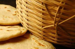 How to make flour tortillas yourself, includes tortilla recipes.