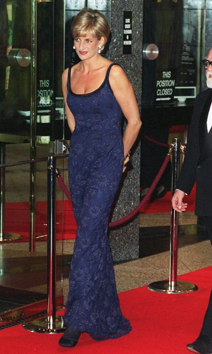 Sleek and stunning in a scoop-neck blue lace dress at the film premiere for <em>In Love and War</em>, all eyes were on the People's Princess as she walked the red carpet with her hands primly placed behind her Catherine Walker-clad body.<br><p>Photo: © Getty Images</p>