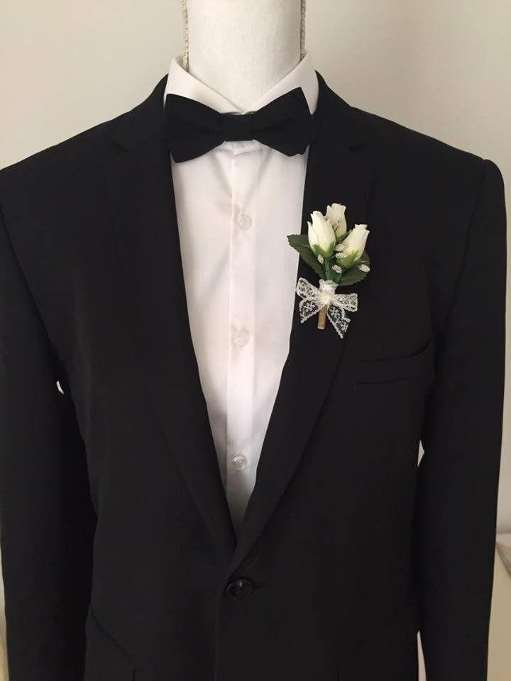 Boutonnière pour mariage - Rose artificielle et dentelle ivoire et vert : Autres accessoires par fleurs-de-provence
