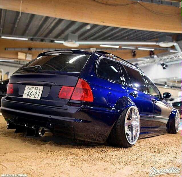 BMW E46 3 series Touring blue slammed