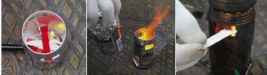 サイバイバル・メシ炊き(サバメシ)で炊飯に挑戦|缶は2個とも缶切りでふたを取る。1個はコンロ、1個は鍋。  鍋に米と水を入れてつけておく。  アルミホイルを二つに折って、鍋のふちに密着するようにフタをする。  コンロに型紙を巻きつけ、穴あき位置を油性ペンで印をつける。  型紙をはずして印にそってカッターナイフで穴をあける。1辺を残して内側に折り込むとゴミが出ない。  紙パックは燃料に使います。 折り目に沿って切り分け、底は使わないので切り取る。  紙パックに1㎝くらいの幅でくし状に切り込みを入れ、燃料棒を作る。紙が重なっているかたい部分は必ず切ろう
