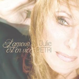 Egérie des années 80, Julie Pietri est également une des plus belles voix en France. sa puissance vocale a fait ses preuves sur des chansons comme, Eve Lève-toi, Immortelle, Le Premier Jour, Magdalena, Salammbô... Plus de 30 ans de carrière, des millions...