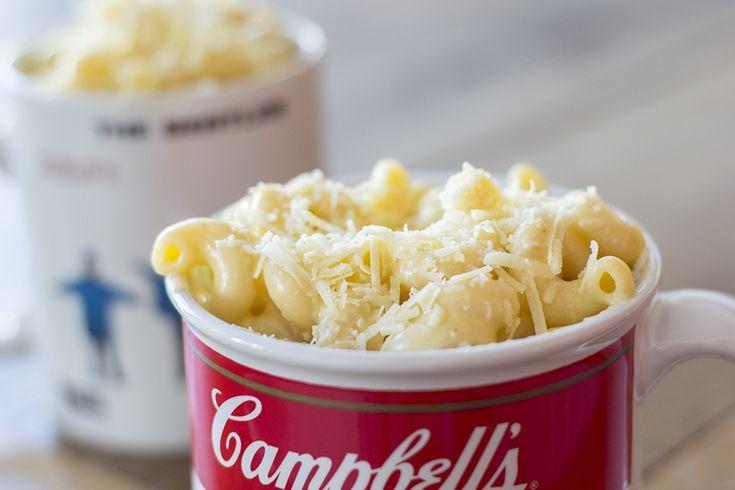 Ensinamos a receita do tradicional Mac n Cheese, um macarrão com queijo americano que tem muito muito queijo e é super cremoso!