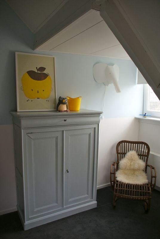 babykamer in geel, grijs en lichtblauw