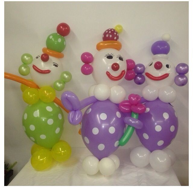 Clown balloon decor -- these would be the only clowns at my party...so cute