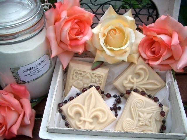 Schafmilchseife ROSE mit Olivenöl und Mandelöl von Daily-Soap auf DaWanda.com