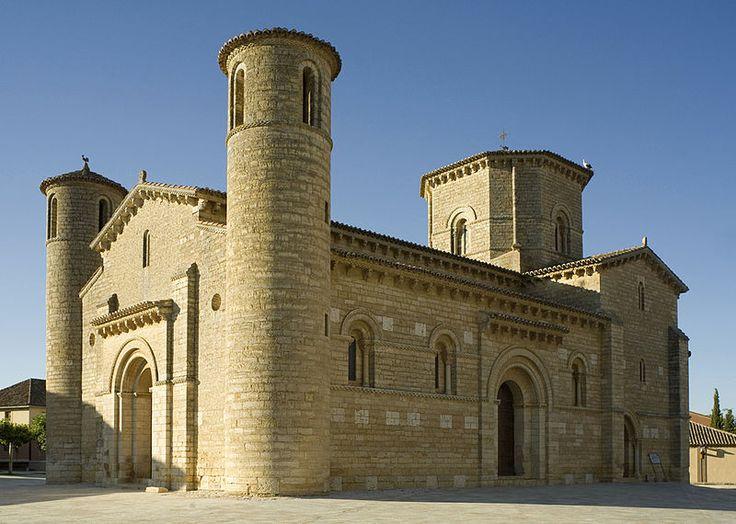La iglesia de San Martín de Tours es un templo católico erigido en el siglo XI en Frómista, en la provincia de Palencia (Castilla y León, España), y situado en el Camino de Santiago. Pertenece al estilo románico y está considerado como uno de los principales prototipos de románico europeo.